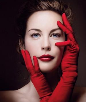 kırmızı rujun en çok yakıştığı kadın