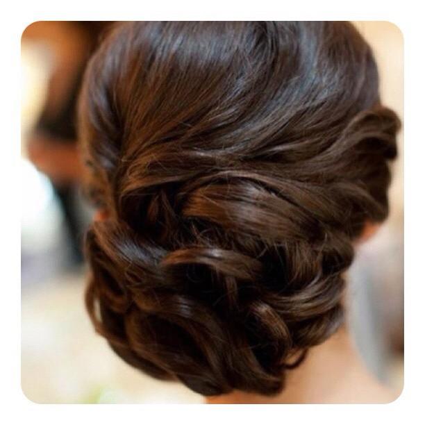 Простые повседневные причёски. Какими они должны быть? Оригинальные хвостики и пучки.. Фото №5
